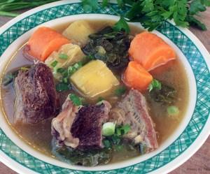 Sopa de costela com mandioca