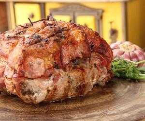 Pernil de Porco Desossado Recheado com Linguiça