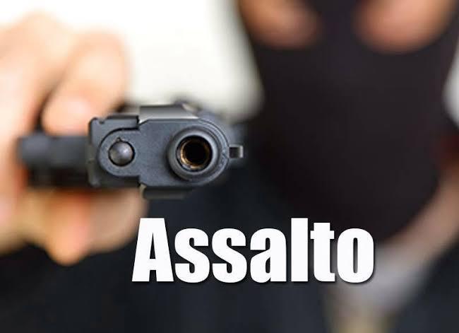 Bandidos fazem arrastão na noite desta terça-feira em Pinheiro e tomam vários celulares de assalto