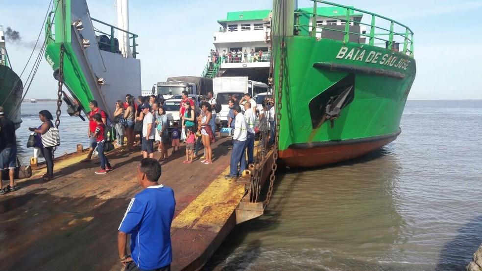 Passageiros reclamam dos horários de vendas dos bilhetes de ferryboat