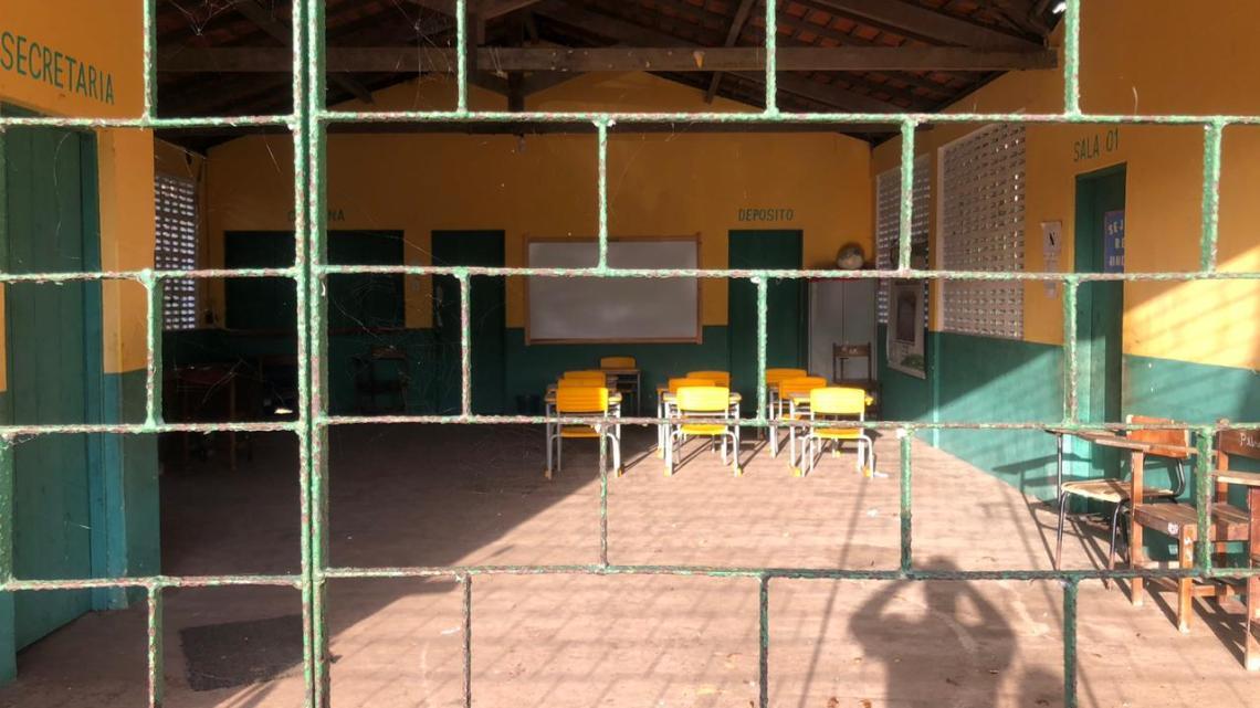 Cururupu – Prefeita Rosinha pinta somente fachada de escola para enganar moradores