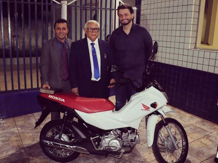 Pinheiro – Motocicleta doada por Leonardo Sá a igreja assembléia de Deus foi comprada à vista, veja