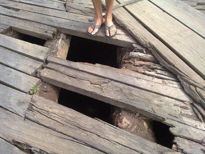 Ponte de madeira que da acesso a diversas comunidades de Cururupu está em situação precária