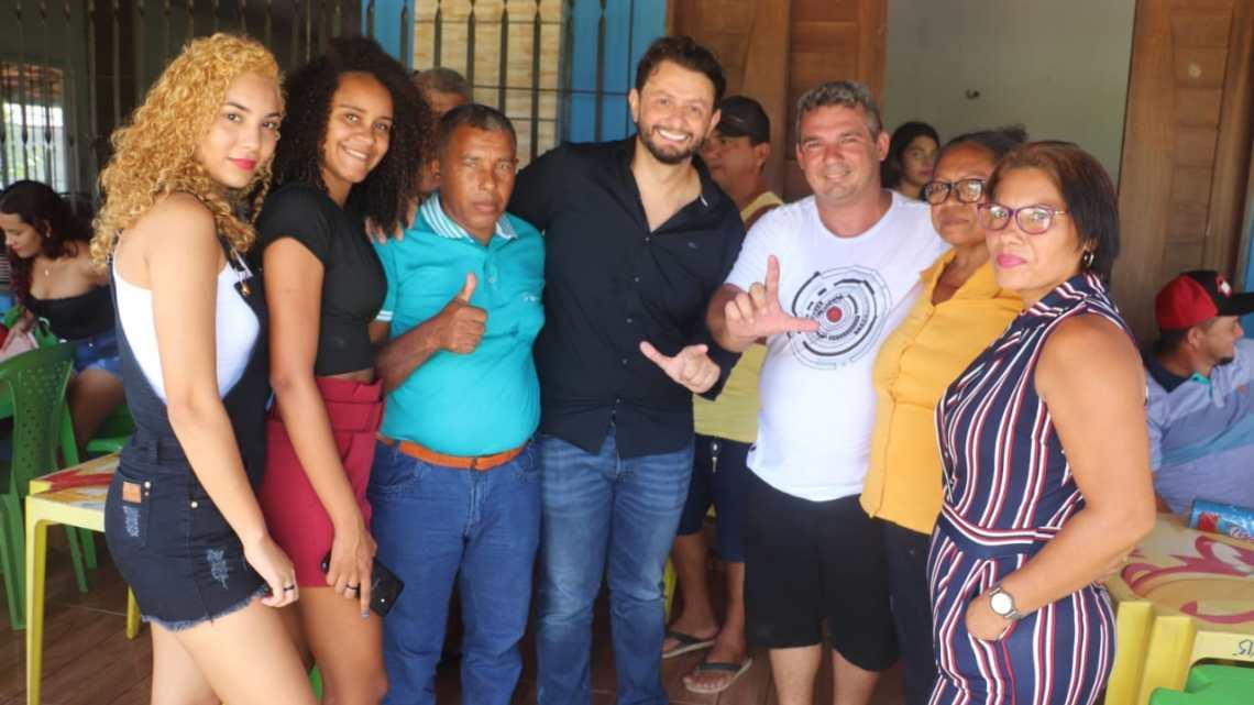 Pinheiro – Ao lado de amigos, familiares e lideranças políticas, pré-candidato a vereador Gean Freitas comemora mais um ano de vida