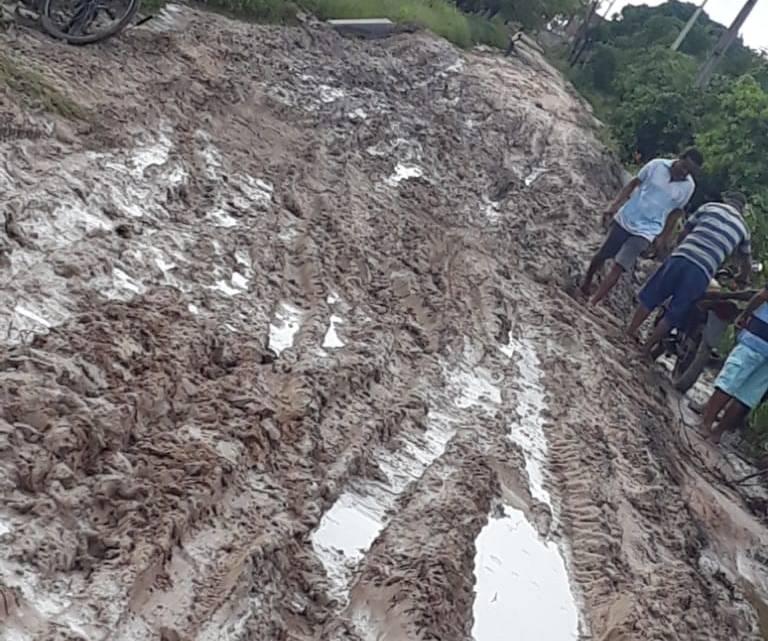 Santa Helena – Estrada que dá acesso a mansão do prefeito Zezildo está Intrafegável