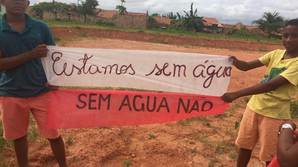Sem água, moradores do bairro Dodona Soares fazem protesto e cobram prefeito Luciano Genésio em Pinheiro