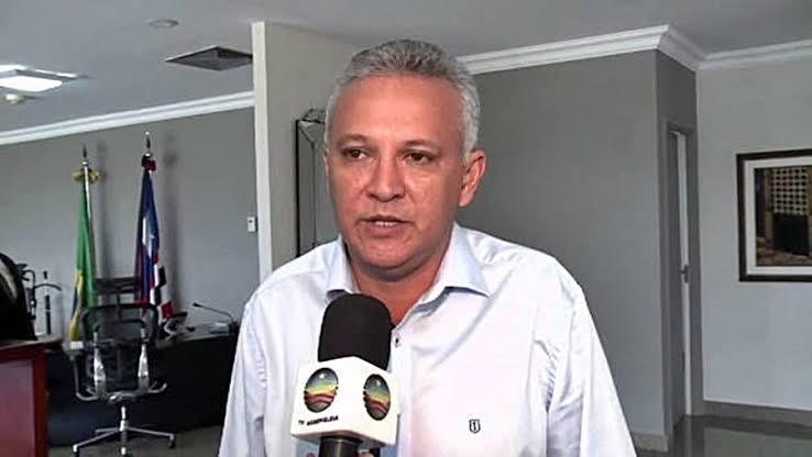 Em Santa Helena, prefeito Zezildo Almeida atrasa início das aulas para fazer caixa e comprar adversários