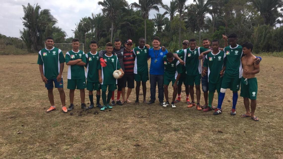 Candidato a vereador Ladeilson Rodrigues prestigia torneio de futebol no povoado Montes Claro, no último sábado dia (03)