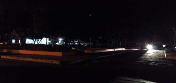Santa Helena – Escuridão toma conta da praça da Bandeira no centro da cidade