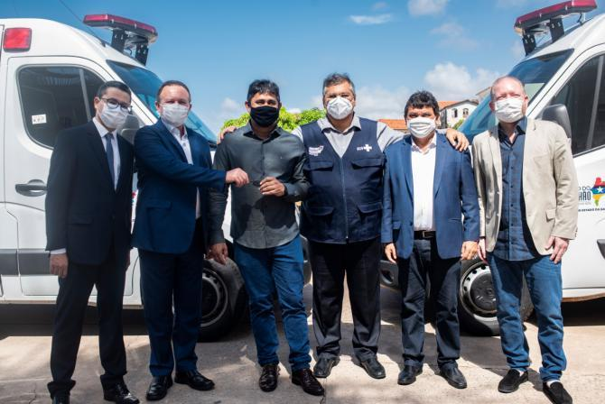 Conquista – Prefeito Toca Serra recebe primeira ambulância para a cidade de Pedro do Rosário