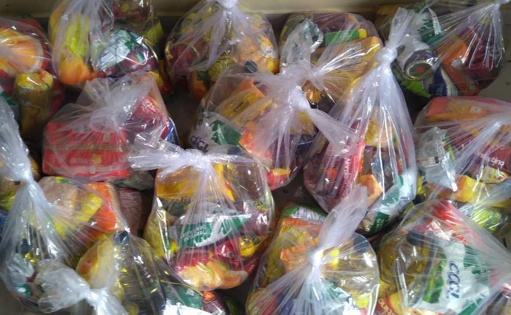 Pinheiro – Com apoio de amigos, vereador Jaelson Araújo distribui pescado e cestas básicas para familias carentes na semana Santa