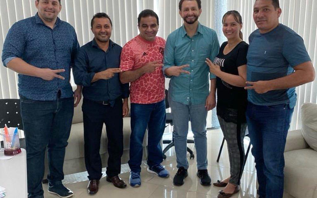 Durante encontro, vereadores do PL de Pinheiro, deputados Leonardo Sá, Josimar Maranhãozinho e Detinha discutem ações para o Município