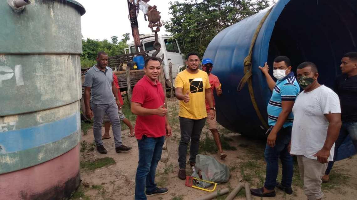 São Vicente Ferrer – Vereador Professor Zeca, acompanha entrega de caixa d'água para comunidade do povoado Pacheco, e agradece prefeito Adriano Freitas por atender sua indicação
