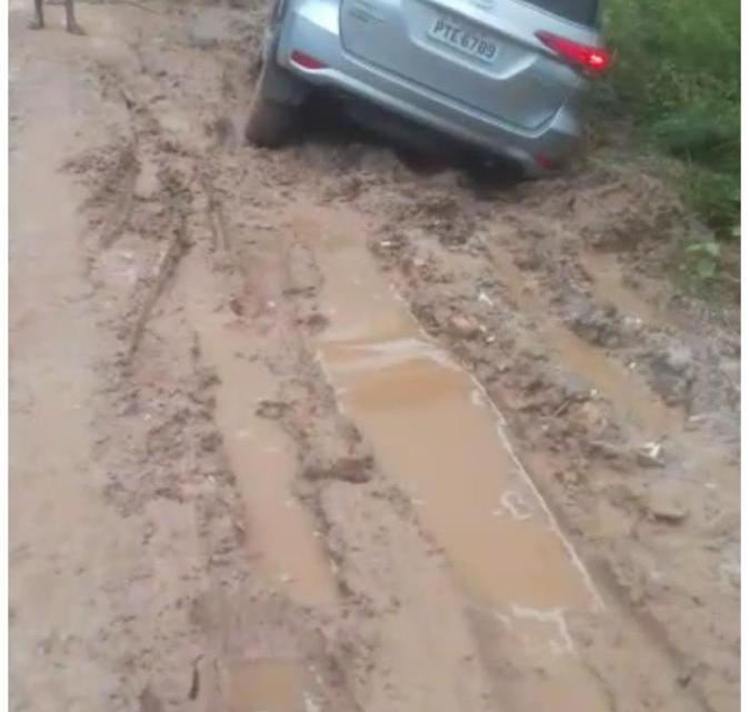 Vídeo mostra incompetência do prefeito Zezildo Almeida e sofrimento dos moradores, por conta das péssimas condições da estrada que liga povoado Apaga Fogo à sede do Município de Santa Helena, veja