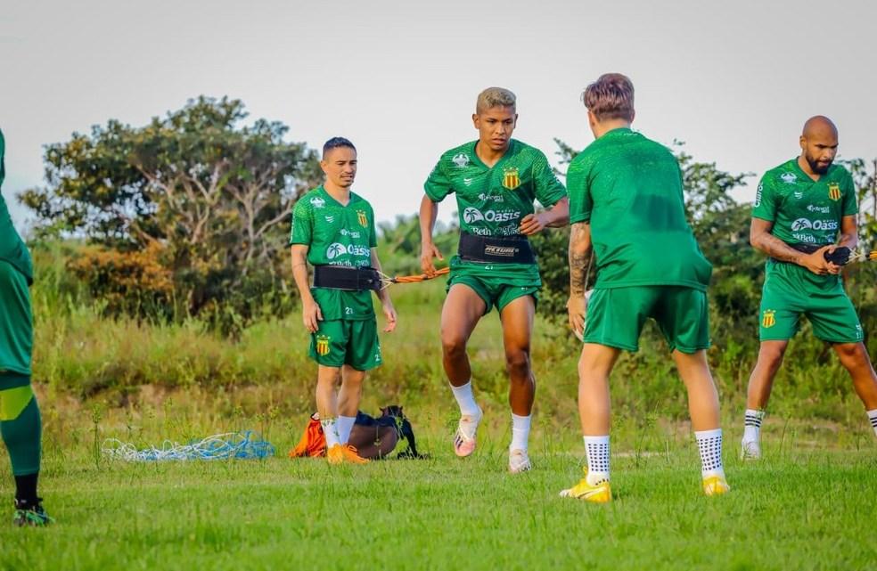 Sampaio volta a treinar em São Luís e enumera peças para encarar Ponte Preta