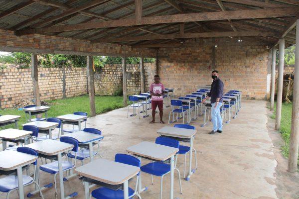 Absurdo – Na gestão do prefeito Zezildo Almeida em Santa Helena, alunos da zona rural ainda estudam em barracão