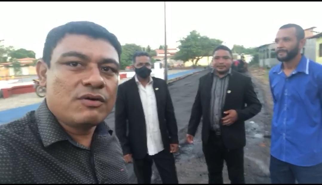 Acompanhado de vereadores e secretário Municipal, prefeito Aldo Brown fiscaliza obras de pavimentação asfáltica no bairro Betel em Porto Rico do Maranhão