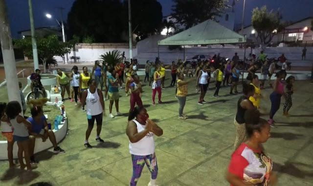 Em Central do Maranhão prefeita Fechinha participa da aula inaugural de zumba, e continua incentivando a prática esportiva