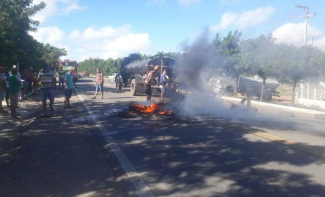 Caminhoneiros protestam em Araripina-PE