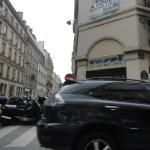 Esse foi o primeiro carro amassado que vi nas ruas de Paris. Como sempre, a foto não está nenhuma maravilha