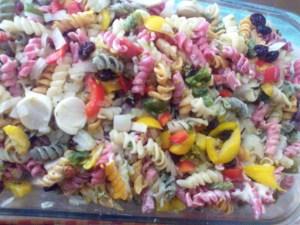 Salada de macarrão colorido IV