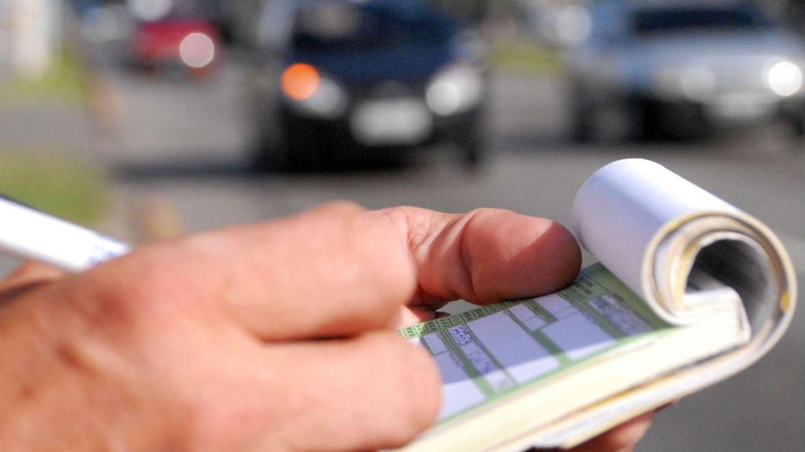 Projeto quer obrigar agentes de trânsito a comprovar multas