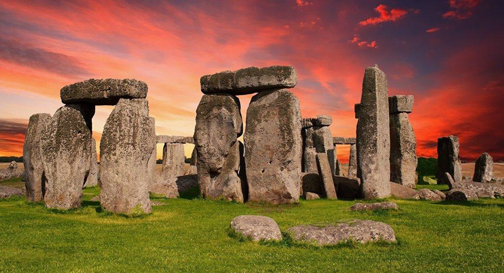 Cientista propõe teoria polêmica para explicar como Stonehenge se formou