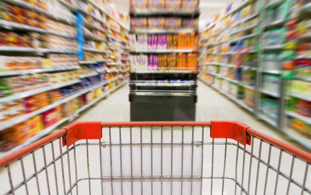 Consumo: brasileiro fez menos compras de itens básicos