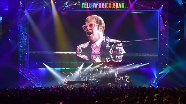 Elton John inicia mais uma turnê de despedida