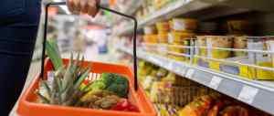Brasileiro passa a pesquisar até no supermercado