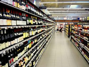Vinhos em prateleiras