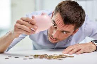 Brasileiros sofrem com problemas financeiros - Blog do Feroli