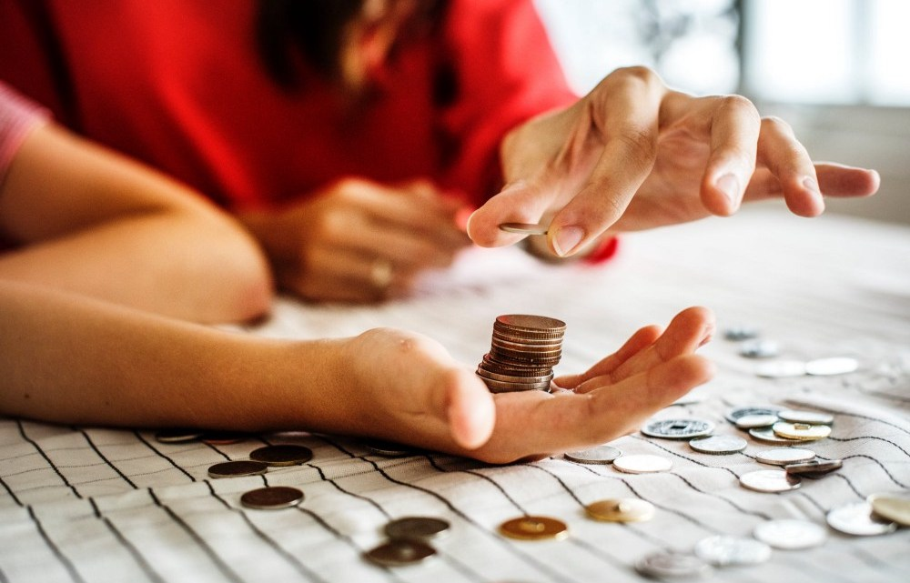 Maioria dos brasileiros vive no limite do orçamento