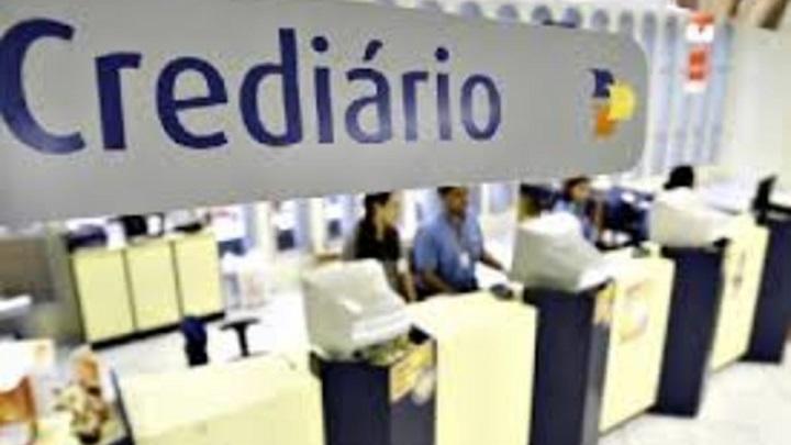 Três em cada dez brasileiros ainda usam crediário