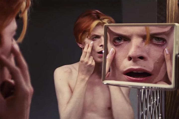 David-Bowie-filme-in-The-Man-Who-Fell-to-Earth-2