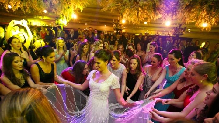 Pesquisa calcula o tempo necessário para pagar a festa de casamento