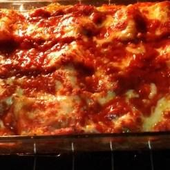 Capeletti com molho de tomate e manjericão destque