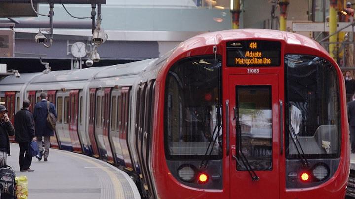 Pegadinhas do metrô de Londres (parte 2) – estádios de futebol