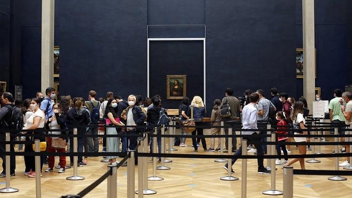 Um Louvre bem diferente depois da reabertura