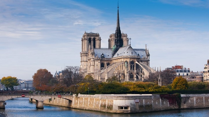 Notre-Dame vai ser restaurada como era antes do incêndio