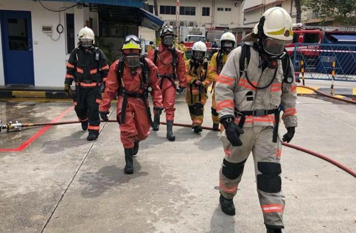 Equipe de emergência em vazamento de amônia em Singapura