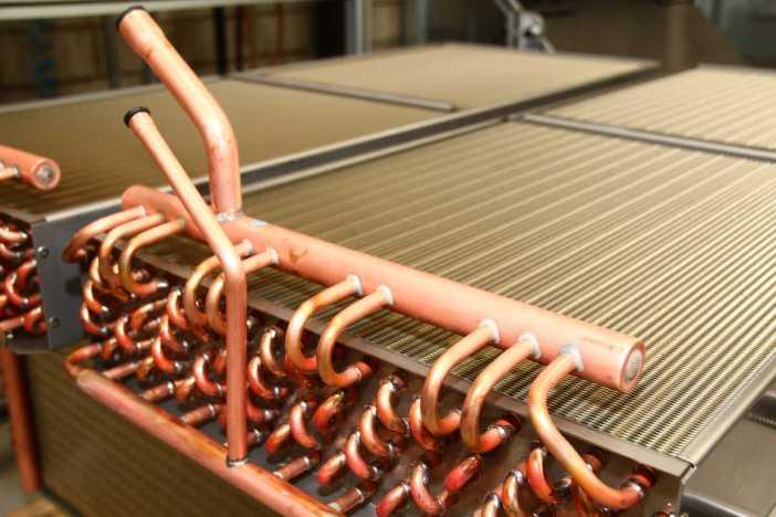 Trocador de calor com tubos de cobre   Foto: Nando Costa/Pauta Fotográfica