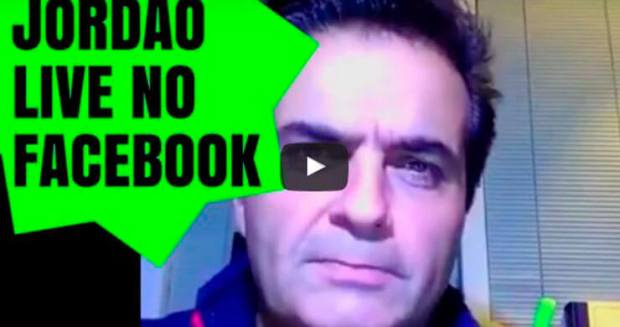 Jordao-responde-as-perguntas-no-live-do-facebook.