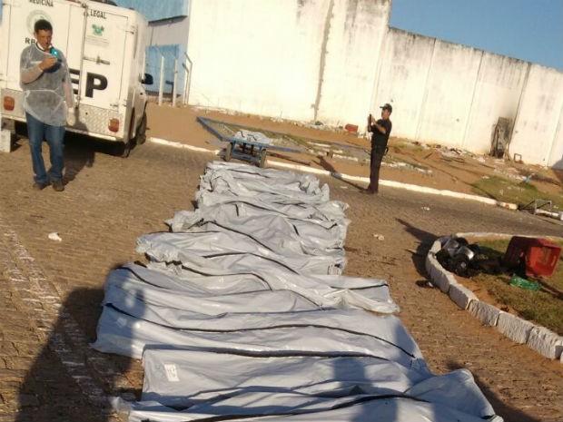 FOTOS IMAGENS-Corpos de mortos em Alcaçuz foram liberados para as famílias sem cabeça