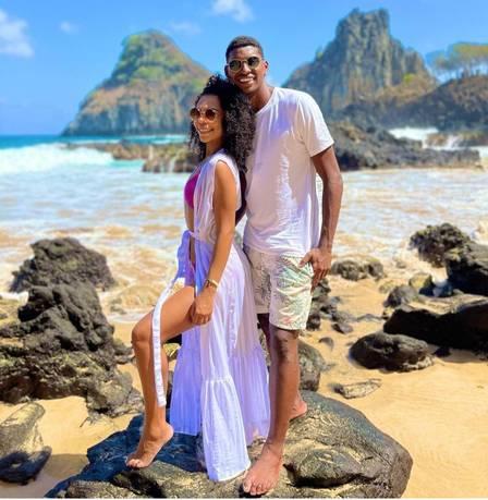 Hugo, goleiro do Flamengo, faz viagem romântica a Fernando de Noronha após reatar com a noiva. VEJA IMAGENS
