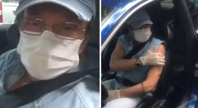 Roberto Carlos chega a posto de vacinação dirigindo o próprio carro
