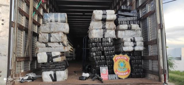 624 kg de droga são apreendidas dentro de caminhão no sertão paraibano
