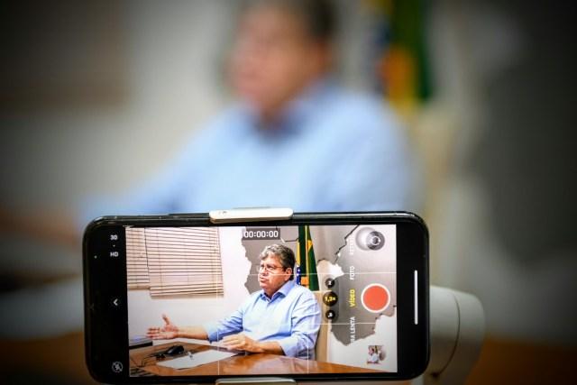 Governador discute retorno das aulas presenciais com entidades de professores
