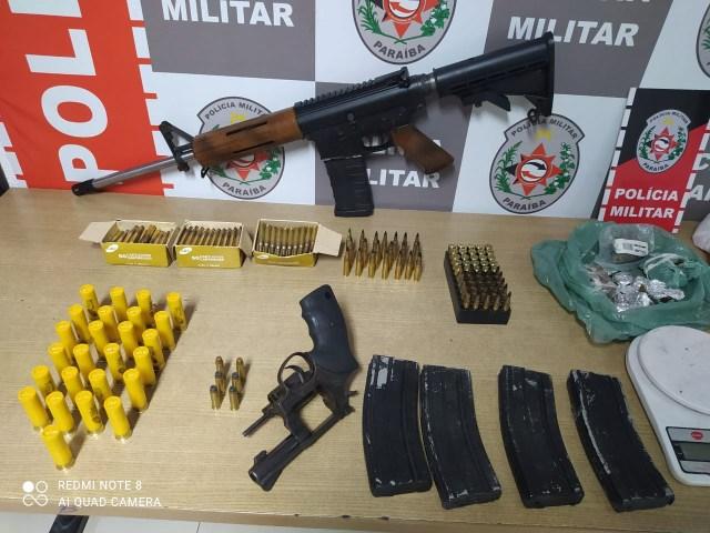 Polícia apreende fuzil, revólver e drogas enterrados perto da Praia do Sol