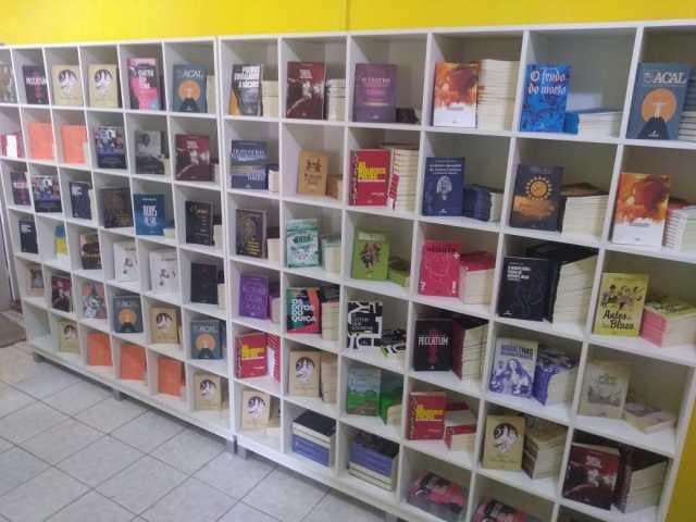 """Arribaçã inaugura """"Livros & Companhia"""", espaço que reúne editora, livraria, sebo e artesanato"""